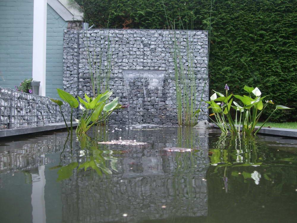 Разнообразие искусственных водопадов из камня с применением конструкций из габионов зависит только от вашей фантазии и площади сада.